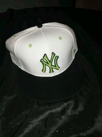 white and black New York Yankees cap Akron, 44314