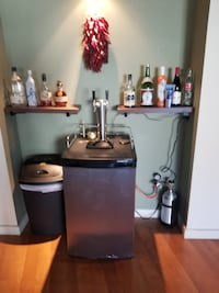 New 2 tap kegerator with full keg of bud light and co2 Albuquerque