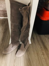Grey suede high knee boots London, N5Z 4T2