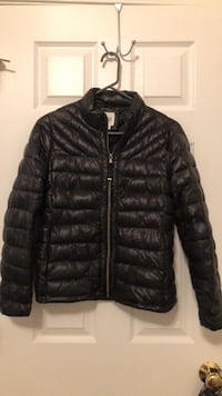 Gap Puffer Jacket in black. Medium Petite  Chantilly, 20152