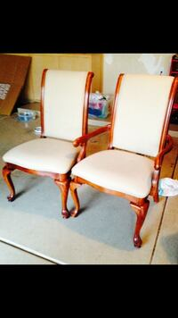 Set of 6 chairs great condition 2 end chairs with arm rest and 4 without  Scottsdale, 85260