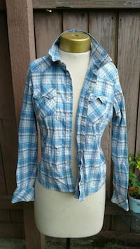 Blue plaid button up. Girls, ladies, womens.size m Puyallup, 98372