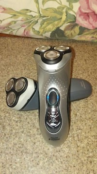 2 silver philips norelco electronic shaver Waxahachie, 75165