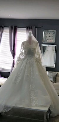 Wedding White dress with long Vail   (Small size) Mississauga
