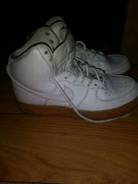pair of white-and-brown Nike shoes Los Angeles, 91605