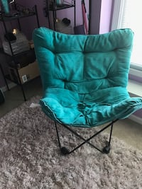 Collapsible teal chair. Very comfortable and easy to move Vienna, 22182
