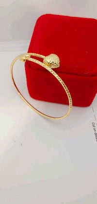18karat Yellow Gold Heart Bangle