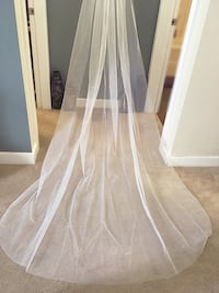 Trendy, cathedral raw edge plain bridal veil. Calgary, T2X 0M8
