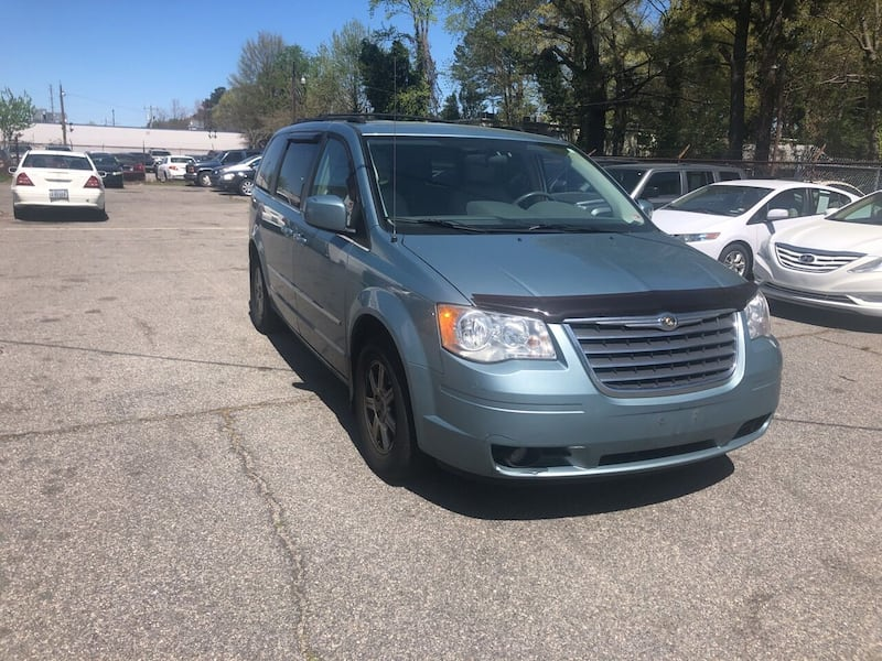 Chrysler-Town and Country-2010 5239a774-12ac-4888-82e8-211b727d8cfd