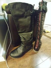 pair of black leather boots red zipper 7.5 Surrey, V3S