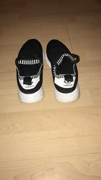 Pair of white-and-black adidas sneakers Cambridge, N3H 3W6