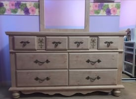 Bedroom Set *TAKING THIS DOWN VERY SOON IF NOT SOLD**