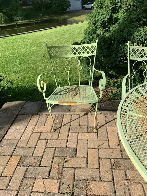 Vintage wrought iron patio outdoor table n 4 chairs 50+ yrs old. 50eeea4c-d3ad-402c-a710-2d7a26fe585a