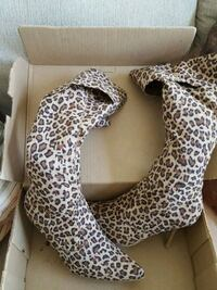 Leopard boots size 8 and 1/2 Brampton