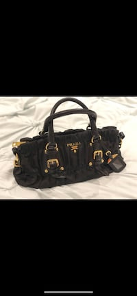 black leather 2-way bag Burnaby, V3N 2Y1