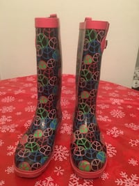 Capelli Rain Boots(Size 8) Price Not Negotiable) Pick Up Only)No Holds