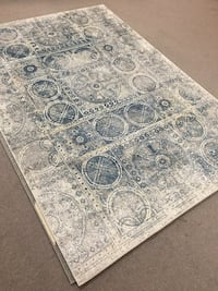 Area rug, 5x8 , amazing quality, one piece only ,machine made rugs