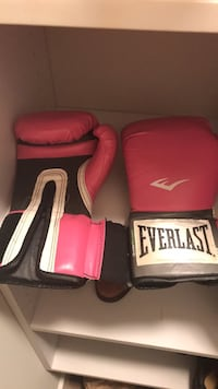 8oz Used Everlast Boxing Gloves Silver Spring, 20910