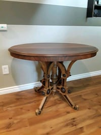 Lovely rare style antique oval table Milton, L9T 3X7