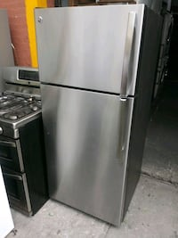 GE 28in Stainless steel top freezer refrigerator The Bronx, 10469