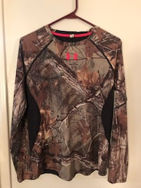 Ladies long sleeve camo shirt Nanaimo, V9R 4R6