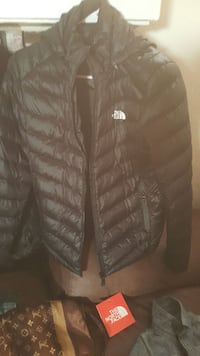 black The North Face zip-up bobble jacket