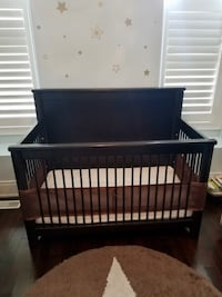 Crib with conversion kit, mattress and baby gate Toronto, M4L 3E4