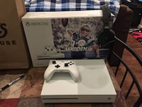 white Xbox One console with controller and game case Paris, 40361