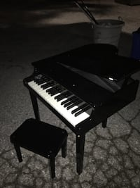Kids baby grand peano very nice great condition only 40 FIRM  Glen Burnie, 21061