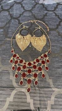 Necklace/Earrings  Whitchurch-Stouffville