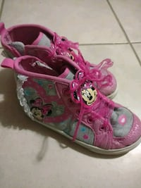 Girls Minnie mouse boots Laurel