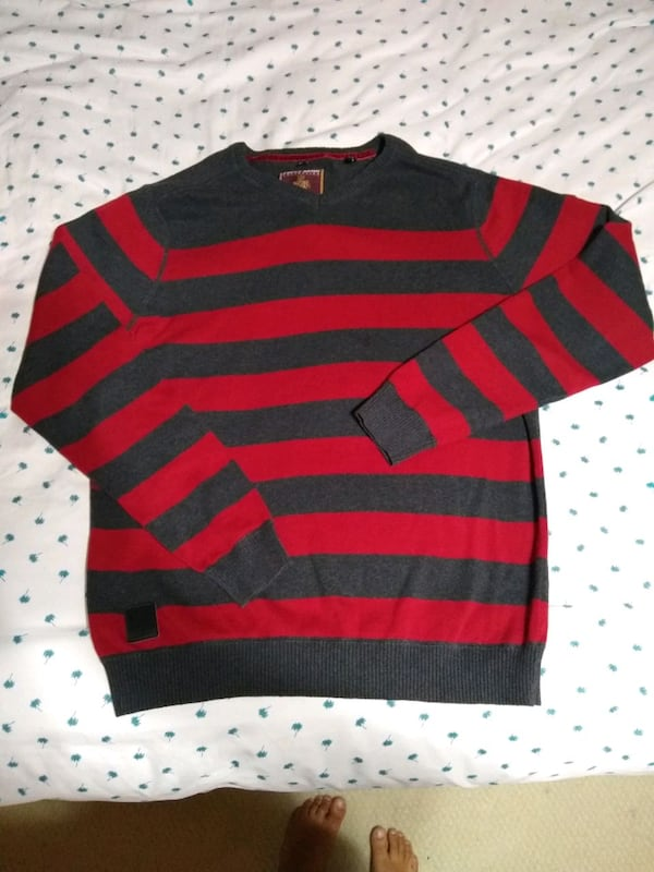 Men's sweaters size medium 3