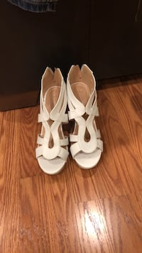 White wedges 81/2  Chicago, 60634