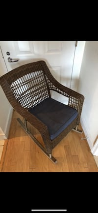 PATIO OUTDOOR / INDOOR ROCKING CHAIR WITH CUSHION LIKE NEW Washington, 20008