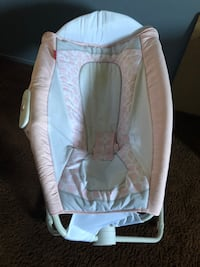 baby's white and pink bouncer Los Angeles, 91342