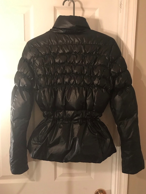 Women's medium guess puffer jacket 534e7ae5-ad44-42a8-9455-649b2ef56524