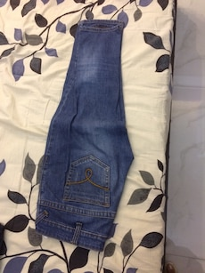 blue and white washed fiited jeans