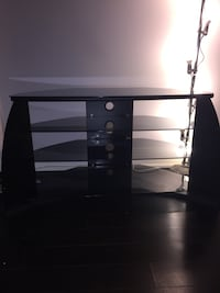 LIKE NEW TV STAND ENTERTAINMENT STAND Toronto, M4Y