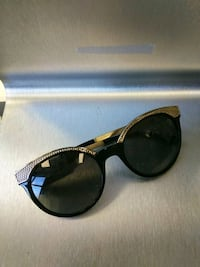 Versace sunglasses black and gold round  Queens, 11434