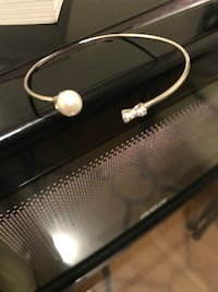Pearl silver bangle with bow Toronto, M4M 1M1