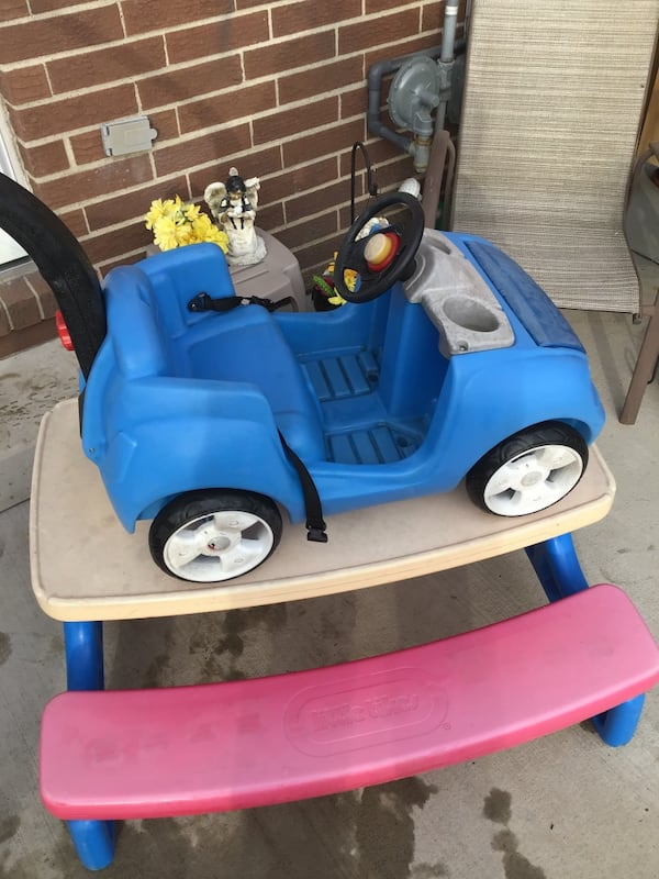 Kids push car and table sold togeter e7878a3c-5faf-46eb-abdb-4024a6322f78