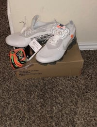 pair of white Nike basketball shoes on box Bakersfield, 93307