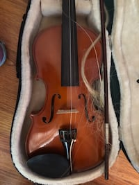 Violin in need of some new string  null