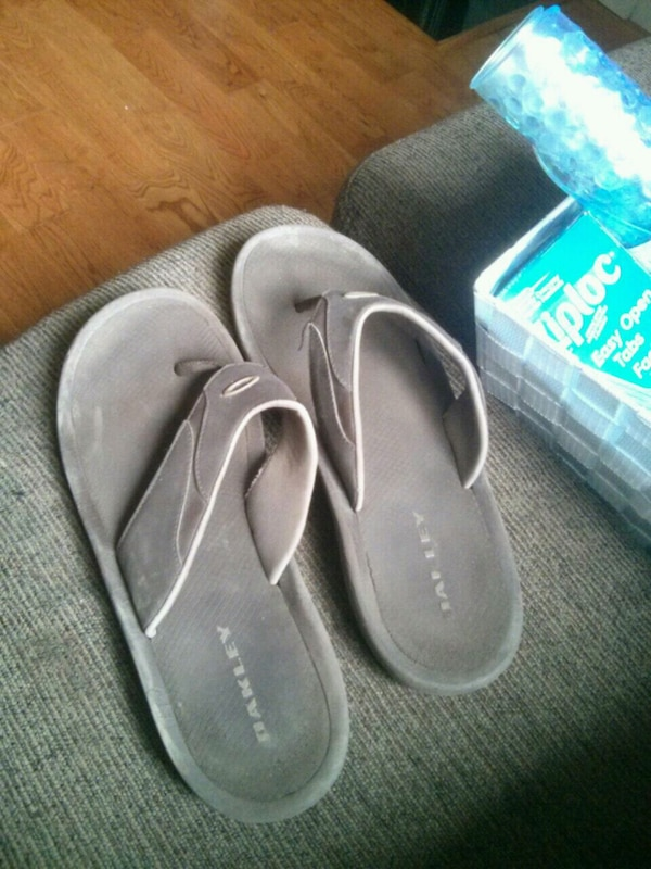 f4a896649b Used Brown gray Oakley flip flops for sale in Toronto - letgo