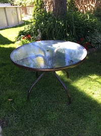 Round Patio Table- no chairs Châteauguay, J6K
