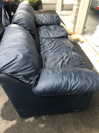 Paliser leather couch Hamilton, L9C 2B3