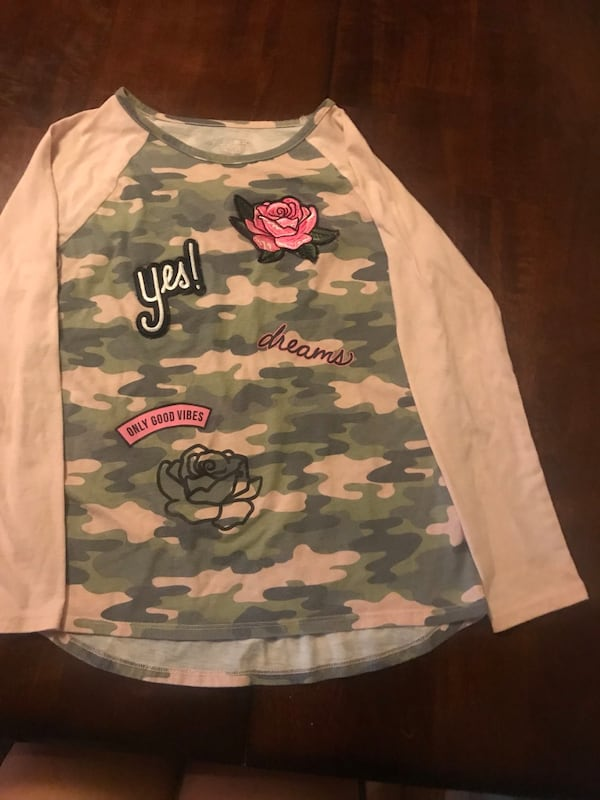 Long sleeve Girls Camouflage- Size 10/12 cceff794-3bc9-47d4-8b9c-aa88152a0439