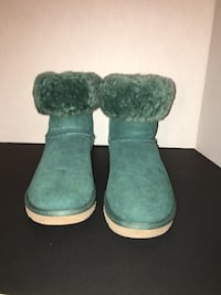 Classic short Green Ugg's size 8