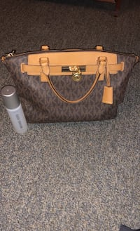 Michael Kors Purse  Carroll Valley, 17320