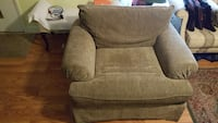 Over size couch very comfortable Fort Washington, 20744